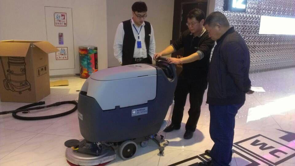 力奇先进BA531ST全自动洗地吸干机客户案例
